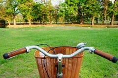 Fahrrad auf dem Gebiet Stockbilder