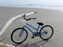 Fahrrad auf dem Strand Stockfotografie