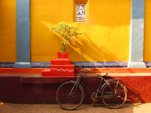 Fahrrad auf dem Tempel stockfotos