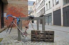 Fahrrad auf der Straße Stockfotografie