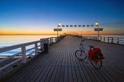 Fahrrad auf einem Pier Stockfoto