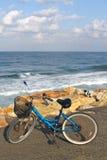 Fahrrad auf einem Strand lizenzfreies stockbild