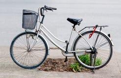 Fahrrad auf Parken Stockbild