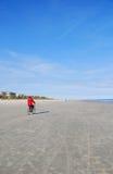 Fahrrad auf Strand Stockfotos