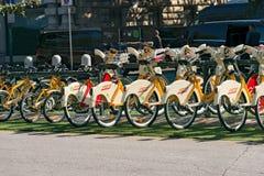 Fahrrad, das Service - Mailand Italien teilt Stockbild