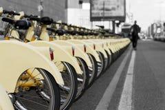 Fahrrad, das Station teilt Lizenzfreies Stockbild