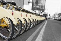 Fahrrad, das Station teilt Stockfoto