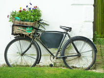 Fahrrad in der Wand Stockfotos