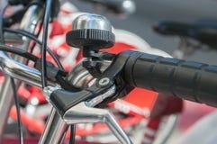 Fahrrad geparkt lizenzfreie stockbilder
