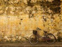 Fahrrad an Hauswand,Vietnam. Bike on a old facade,Hoi An,Vietnam Royalty Free Stock Images