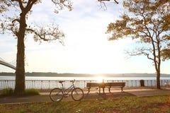 Fahrrad im Herbstpark Lizenzfreies Stockbild
