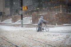 Fahrrad im Schnee-Sturm Lizenzfreies Stockbild