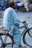 Fahrrad ist ein großes Fahrzeug, das das bedürftige helfen, um zu arbeiten Stockfotografie