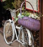 Fahrrad mit Blumen Lizenzfreies Stockfoto