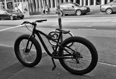 Fahrrad mit großen Rädern lizenzfreie stockbilder