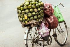 Fahrrad mit Orangen Stockfotos