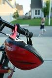 Fahrrad mit Sturzhelm Stockbild