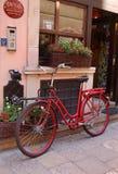 Fahrrad nahe dem Hoteleingang Stockfotos