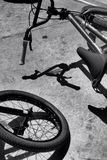 Fahrrad-Park-Schatten lizenzfreie stockfotos