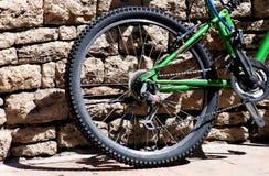 Fahrrad-Rad und Gummireifen lizenzfreie stockfotos
