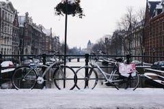 Fahrrad Snowy Amsterdam Romance Stockbild