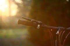 Fahrrad am Sonnenuntergang Lizenzfreie Stockbilder
