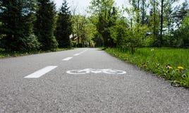Fahrrad-Spur in einem Park lizenzfreie stockfotos