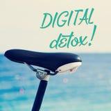 Fahrrad und der Text digitale Detox stockfotos