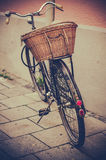 Fahrrad und Korb Lizenzfreie Stockbilder