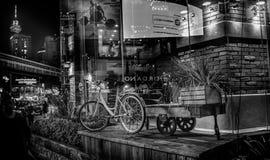 Fahrrad und Warenkorb Lizenzfreies Stockbild