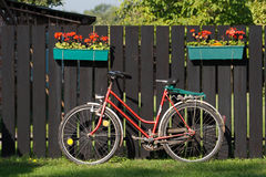 Fahrrad und Zaun Lizenzfreie Stockbilder