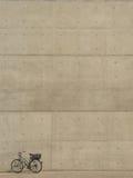 Fahrrad vor Wand Lizenzfreie Stockbilder