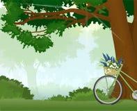 Fahrrad whith Blumen im Wald Stockfotos