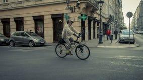 Fahrrad zum Roboter ist modern und nützlich stockbild