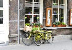 Fahrrad zwei nahe dem Speicher. Lizenzfreies Stockbild