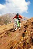 Fahrradkonkurrenz des Herbstes extreme Gebirgs Stockfoto