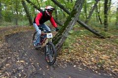 Fahrradmitfahrer an der abschüssigen Konkurrenz. Stockfoto