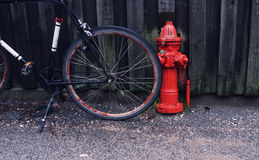 Fahrradparken in der Stadt Lizenzfreie Stockfotografie