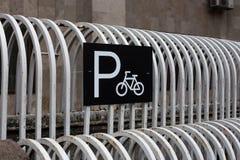 Fahrradparkzeichen Stockbild