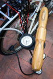 Fahrradpumpe Stockbild