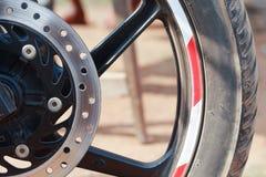 Fahrradreifen mit Tellerbremse stockbilder