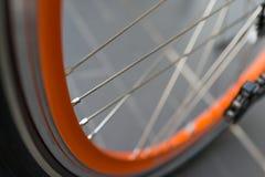Fahrradreifen und -Speichenrad Stockfotos