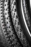 Fahrradreifen von verschiedenen Schutzen Stockbild