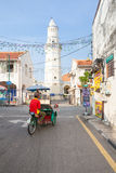 Fahrradrikscha reitet hinunter die Straße, Penang, Malaysia Lizenzfreies Stockbild