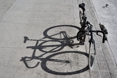 Fahrradschatten stockfotografie