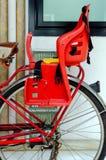 Fahrradsitz der Kinder Stockfotos