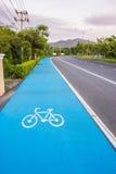 Fahrradsymbolweg auf der Straße Stockfotos