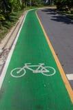 Fahrradsymbolweg auf der Straße Lizenzfreie Stockfotos