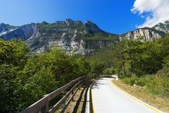 Fahrradweg in Sarca-Tal - Trentino Italien stockfotografie