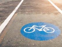 Fahrradweg Signage auf dem Straßensicherheitssymbol im Freien Lizenzfreies Stockfoto